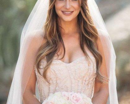 Düğün Fotoğraflarına Yansıyan Gelin Saçı Modelleri